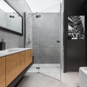 Liść czarno-biały w łazience