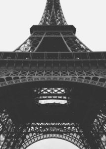 Wieża Eiffela z dołu