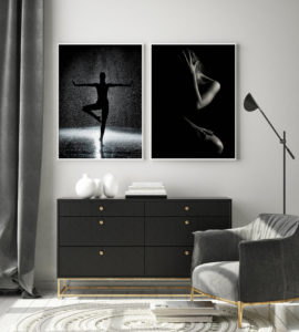 Plakat Koebita w deszczu; Światło i cień
